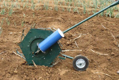 Haraka, a famosa plantadeira manual que é um sucesso na África