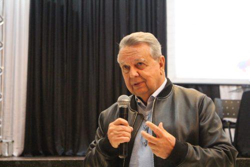 """""""Agro é paz e é brasileiro"""", afirma Roberto Rodrigues em Passo Fundo"""