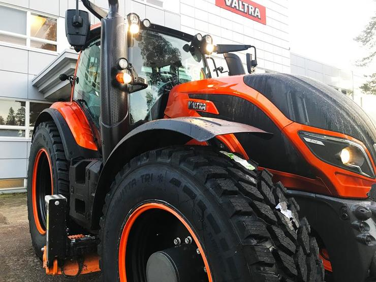 Trator Valtra 365 Snowhow