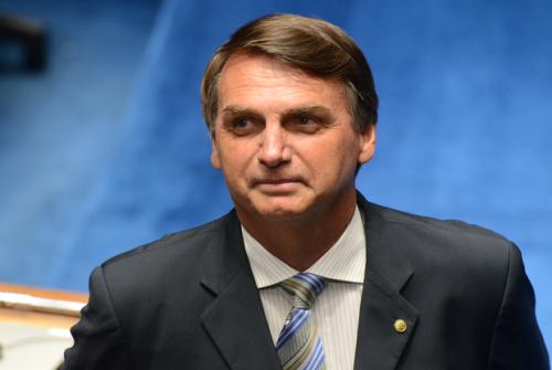 Bolsonaro, bananas e sapatos