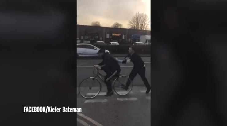 Homem usa pedaço de suíno como arma em briga na Inglaterra