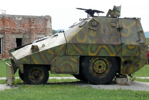 Straško, o trator blindado da Guerra da Croácia